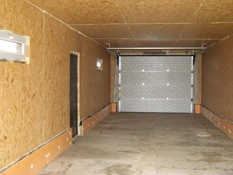 vnutrennyaya-otdelka-garazha-listami-osp